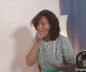 La hermosa pporno español Natasha Teen y Anna DV reciben un puño de DAP y un creampie